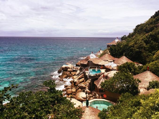 Blick auf schöne Poolvillas auf Koh Tao